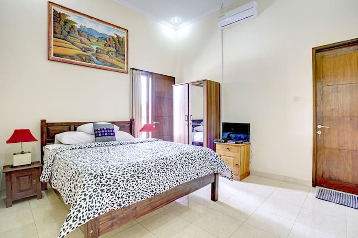 Charming Apartment with parking - Kuta - House