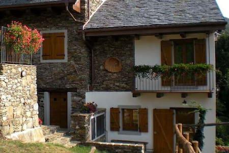 Rustico (3) con terrazzo e giardino - Cossogno - House