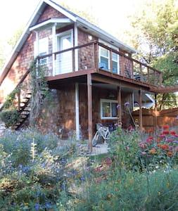 Garden Cottage Loft