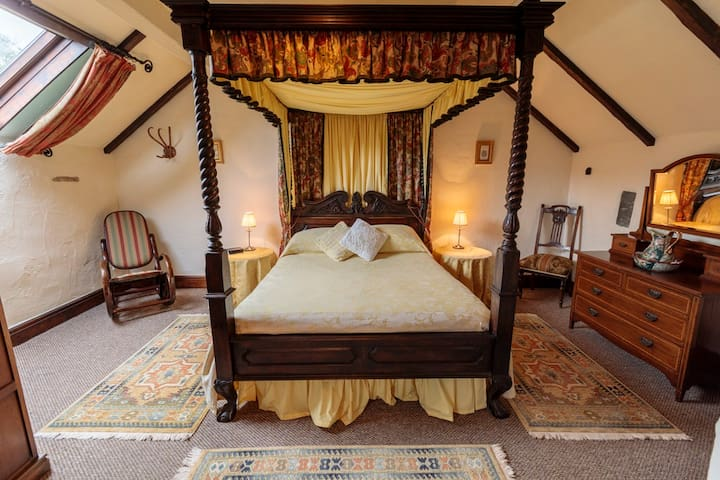 Four Poster in Shippon Cottage