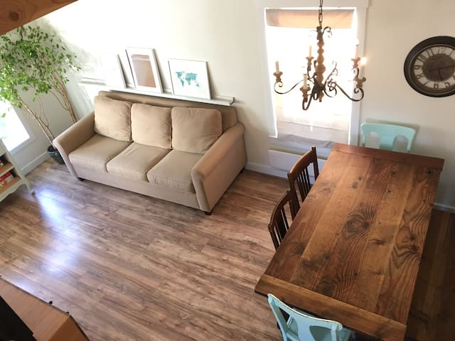 Lofty Cottage - 15 min to EUG airport & downtown