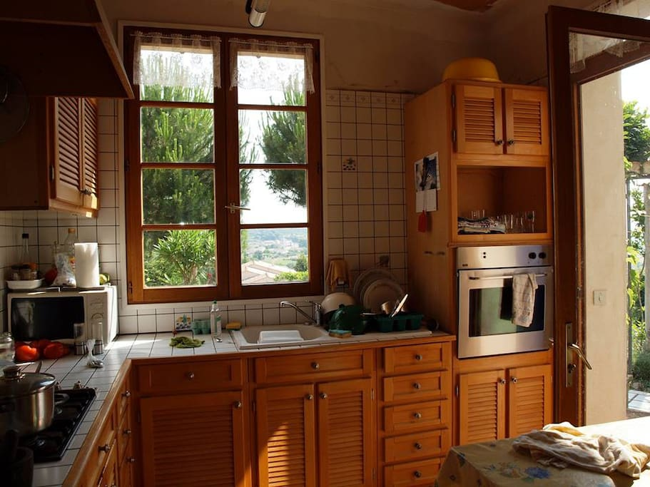 Fully equiped kitchen on the ground floor and a second, smaller one on the 2nd floor