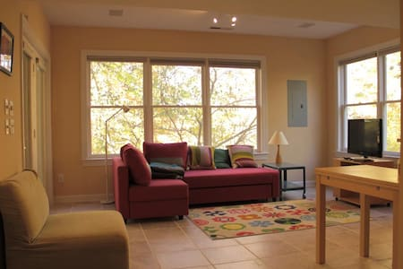 Clean apt near UNC with wooded view - Chapel Hill