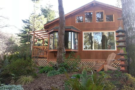 Windsong Garden Cottage - Gold Beach