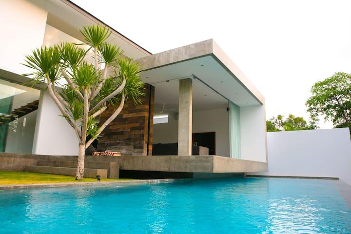 The Villa Bali - Północne Kuta - Dom