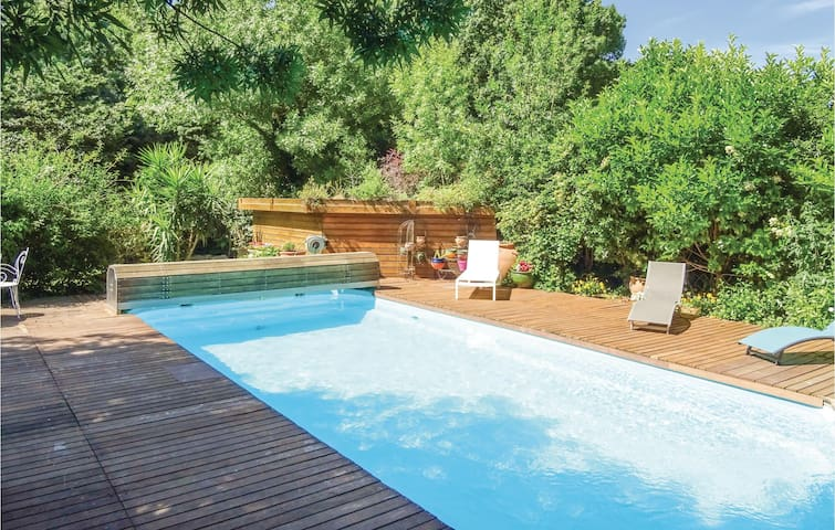 Holiday cottage with 5 bedrooms on 200 m² in Pezilla la Riviere