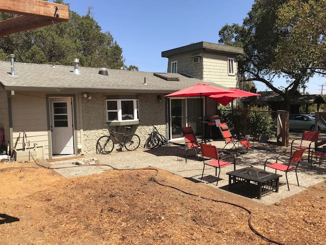 Fenced and gated back yard is pet friendly. Two bikes remain on the property for quick rides to the famous Lunardi's shopping center less than a half of a mile down the road. Starbucks, Rite-Aid and local restaurants a simple walk away.