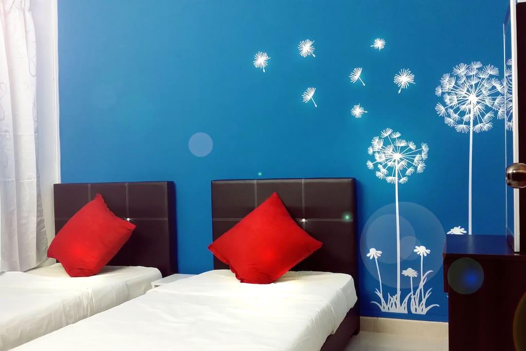 Ground Floor Room (2 single bed sets)