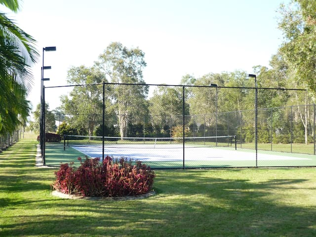 Tennis haven 15 mins from Noosa - Cooroibah - Appartement