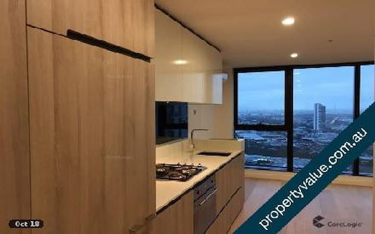 24th floor fully furnished apartment