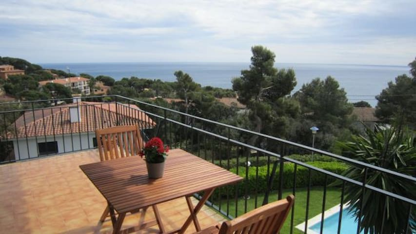 Apartment w/ great views in Calella