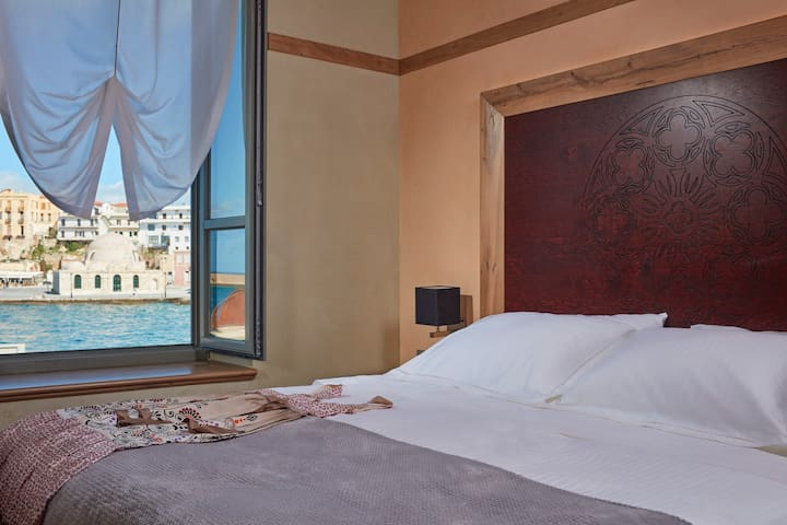 Luxury Suite, 94sqm in the old Venetian Port - Chania - Bed & Breakfast