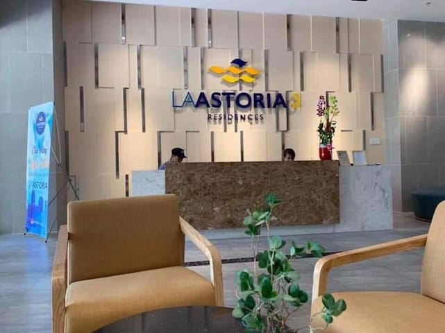 LaAstoria is a comfortable and convenient position