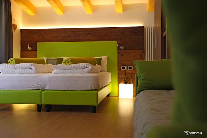 "Wonderful Suite ""Vioz"" in Residence in Pejo - Cogolo, Peio"