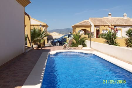 VILLA WITH PRIVATE POOL SLEEPS 4 - Mazarrón - Villa