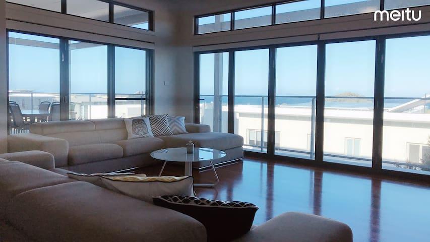 Ocean view/beach/5 Bedroom/Pool/Parking/WiFi