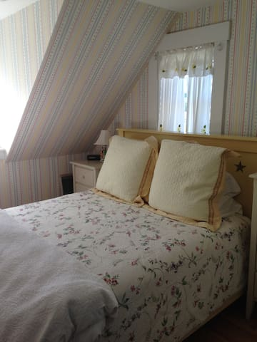 Wing Farm Room - Mountain Village Farm Bed & Breakfast