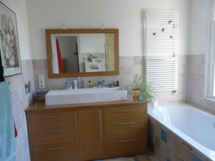 Bathroom (shower, bath, toilet (shared))