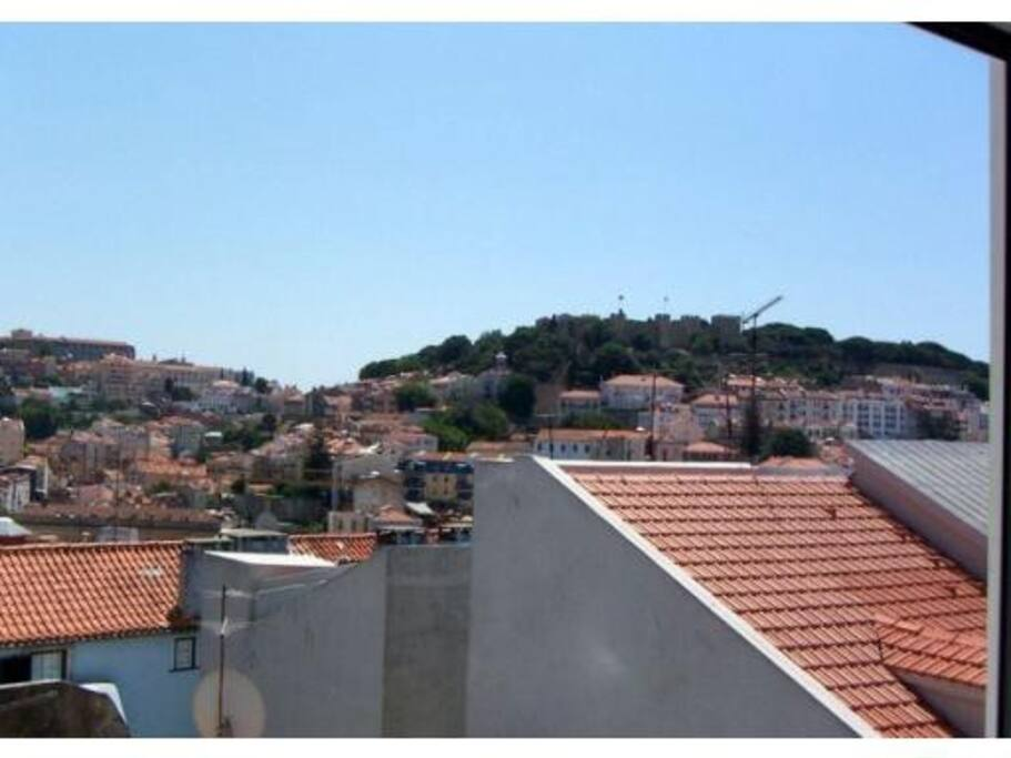 From an other angle the view over the Castelo and Graça convent