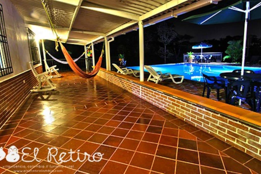 corredores amplios con hamacas // airy halls with hammocks | Finca El Retiro, Villavicencio - Colombia