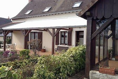 AGRÉABLE MAISON FAMILIALE  - Chevillé - Hus