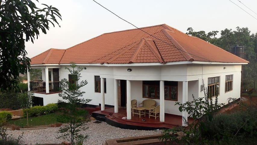 Beautiful 5-bedroom, affordable home near Jinja!