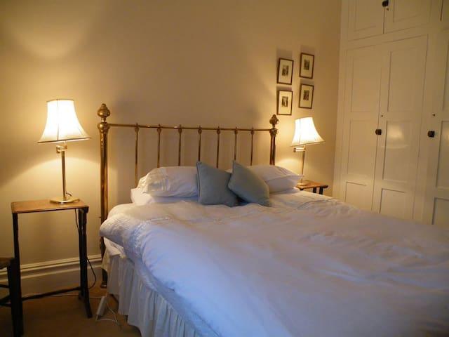 Broadlands Gate - The Master suite
