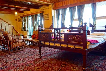 Family Suite in heritage property I Tea gardens I - Villa