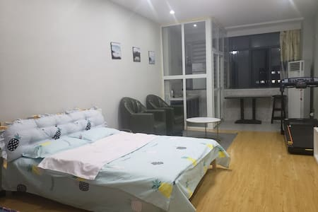 湖职万达旁南方国际公寓楼舒适一室一厅一卫