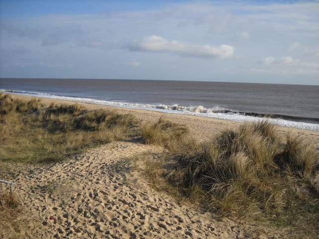 Cool Beachside Retreat, sea view! - Caister-on-Sea - Jiné