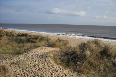 Cool Beachside Retreat, sea view! - Caister-on-Sea