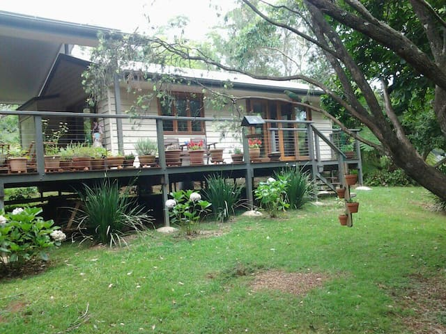Peaceful Cottage with Luxurious Spa - North Tamborine - Bed & Breakfast