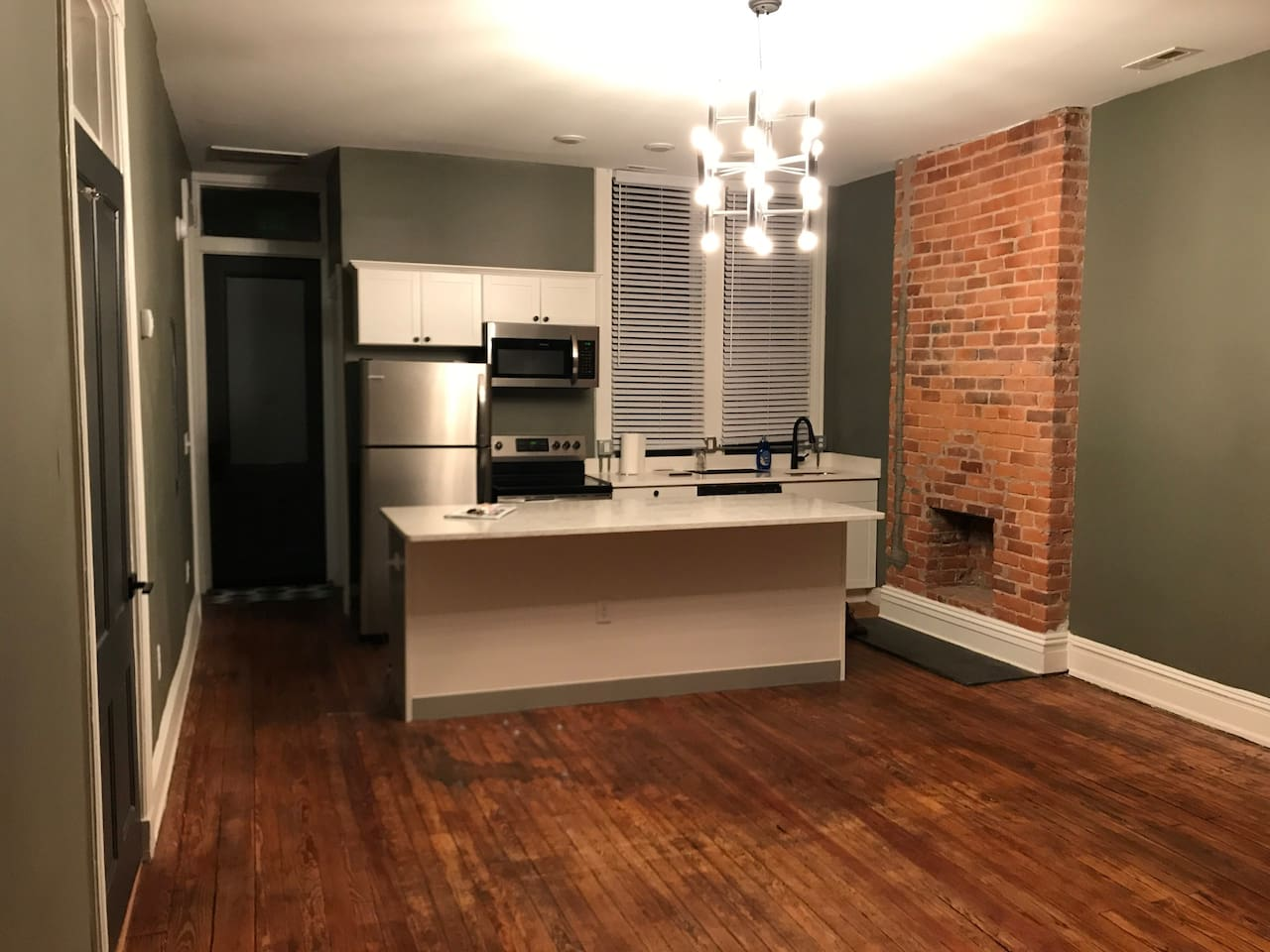 Private bedroom and bathroom in downtown Richmond