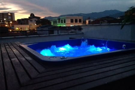 ROOFTOP HOT TUB WITH VIEW - เมเดลลิน