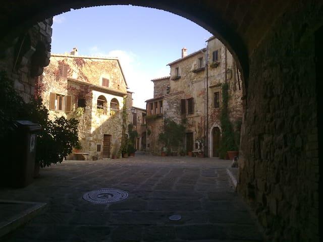 piazza del castello - Montemerano - Apartament