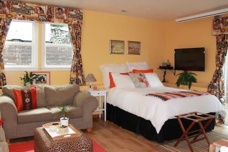 Sunrise Suite- Comfortable, cozy and private.