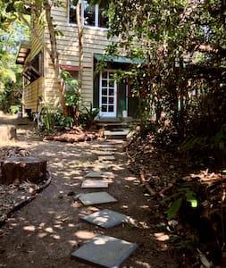 Mission Beach Birders Cottage - Bingil Bay - Casa