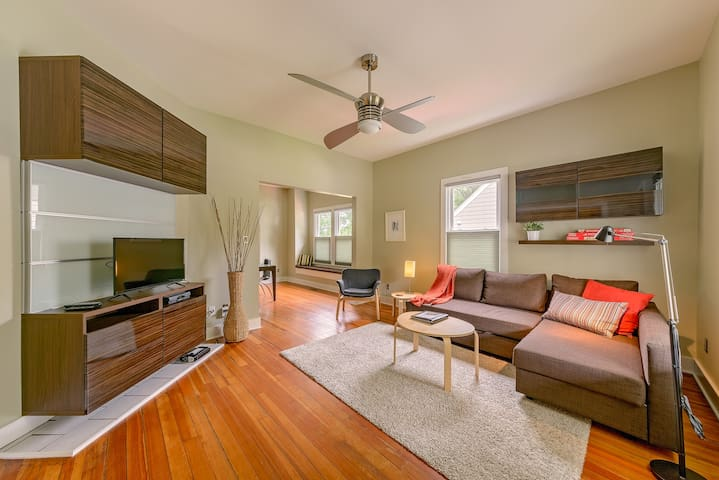 L/R featuring comfortable sectional sofa bed and chair facing smart/cable TV.  Rise and fall cordless blinds throughout.