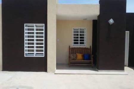 Agradable,amplio y fresco hogar, en PUERTA MARAVÉN