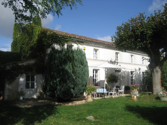 Farmhouse and  Gites with pool. - Geay - Bed & Breakfast
