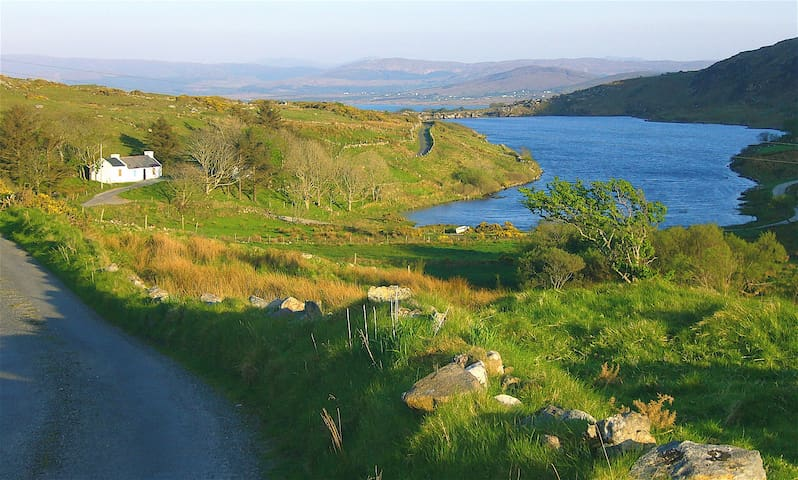 Private Cottage Near Mountains and Sea - Dungloe