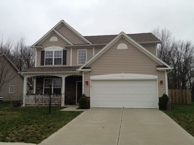 Super Bowl Rental sleeps 6 to 8 - Indianapolis - House