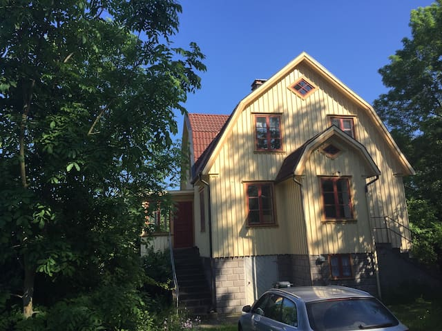 Stor lantlig villa vid kusten - Skärhamn - House
