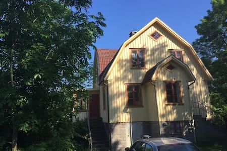 Stor lantlig villa vid kusten - Skärhamn - Huis