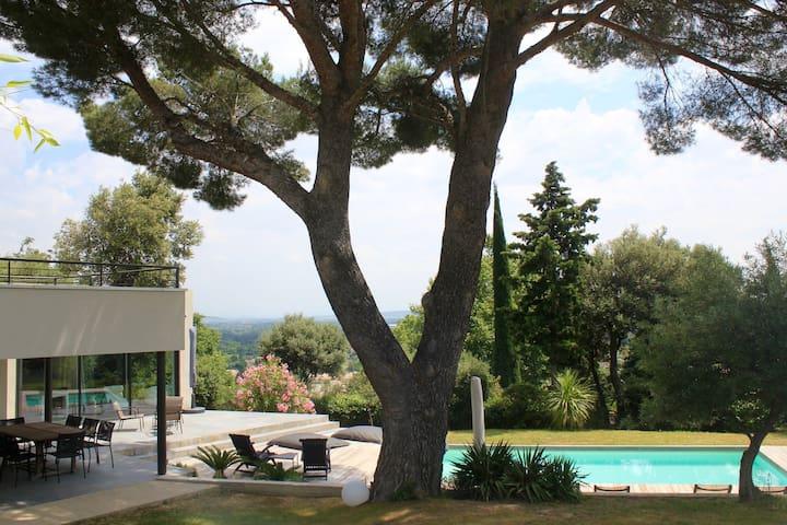 Villa au calme, piscine sécurisée, trampoline XXL