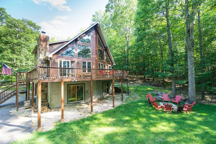 NEW Beautiful 5BR Lake Wallenpaupack Chalet