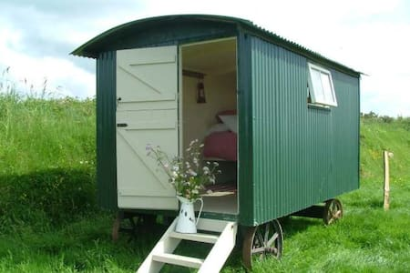A Boscastle beauty!Simple shepherds hut!