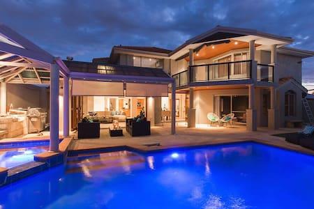 Luxury Sorrento Beach House - ซอร์เรนโต้ - บ้าน