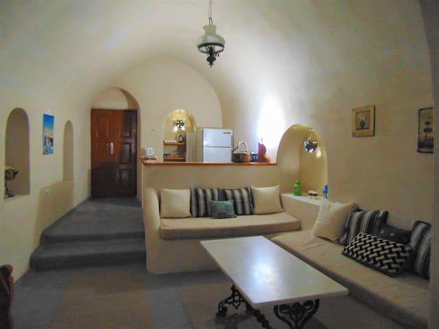 Emborio cavehouse