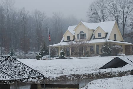 Big Pine Trout Farm & Farmhouse - New Castle - Maison